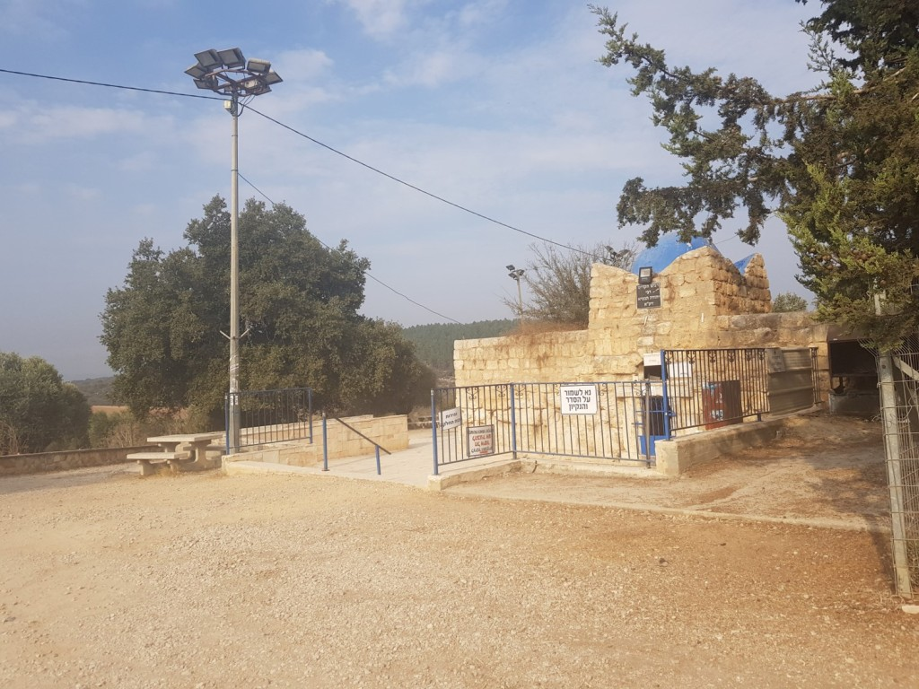 Tomb of Rabbi Judah Nesi'ah on the Israel National Trail