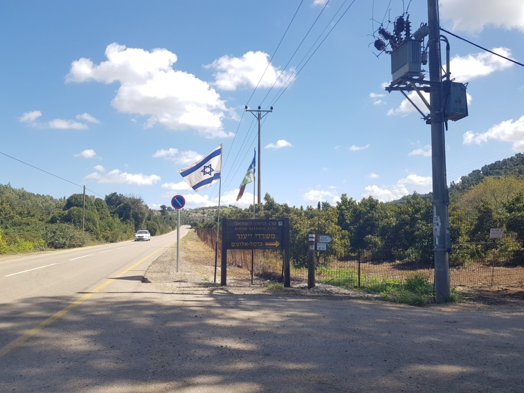 The right turn to the Israel National Trail, that leads to Ramot Menashe Regional Trail